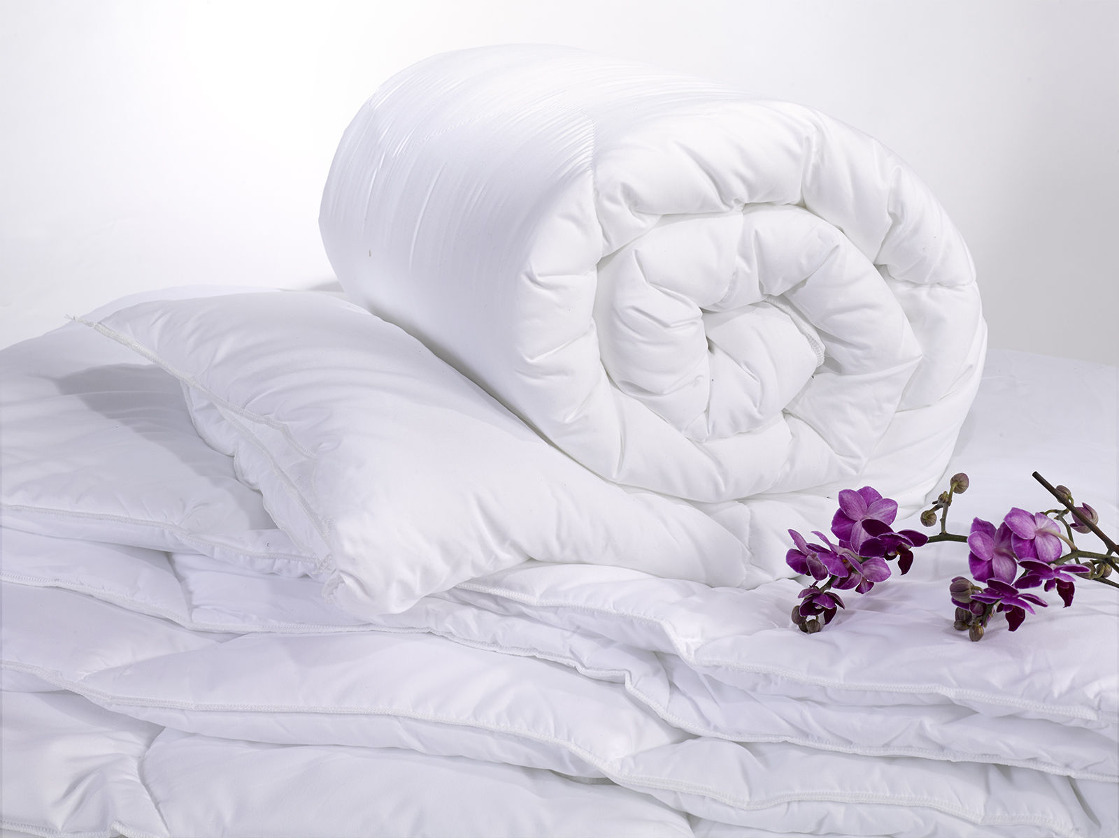 Soft To Touch Double Bed Standard Micro Fibre Duvet 10.5 & 13.5 Tog